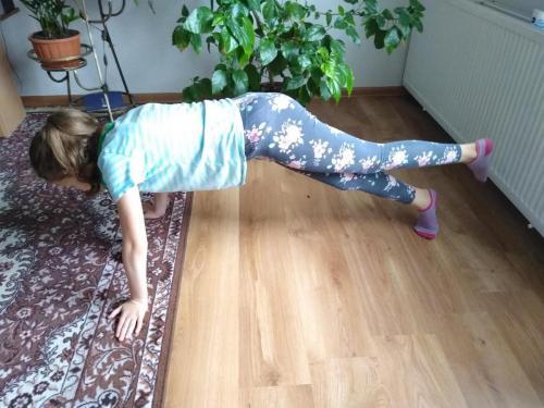 005 Laura - zábavná rozcvička (Pohybov)